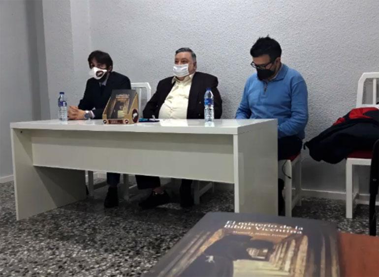 Presentada la novela 'El Misterio de la Biblia Vicentina' de Manuel J. Ibáñez Ferriol en la sede de Samaruc